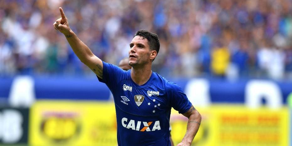 Grêmio planeja negociar multa de US  10 milhões por Thiago Neves ... 9d93167fb140a