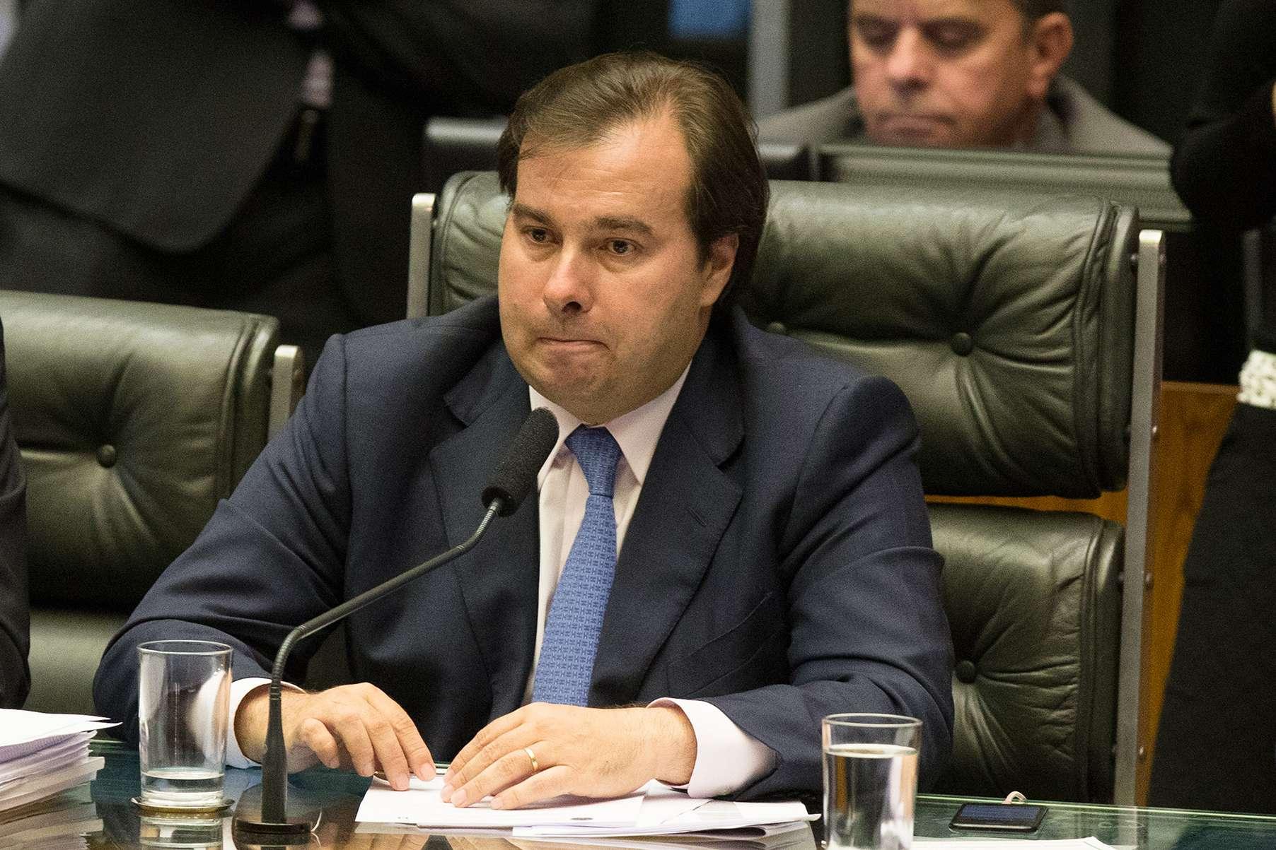 PSL decide apoiar reeleição de Rodrigo Maia na presidência da Câmara