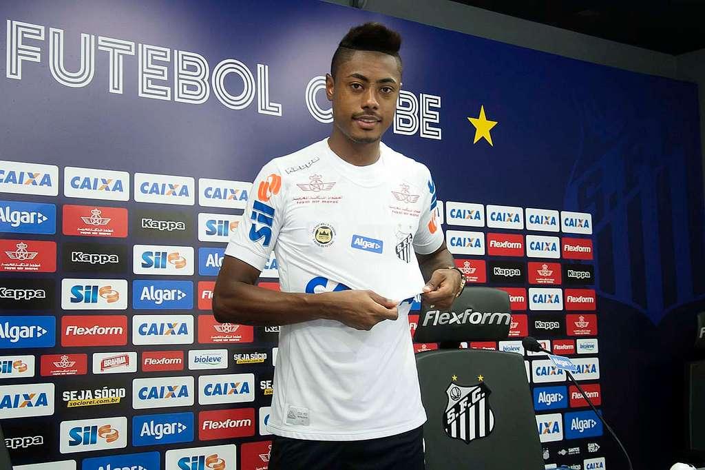 1040a653e4 Cruzeiro sonha com Bruno Henrique