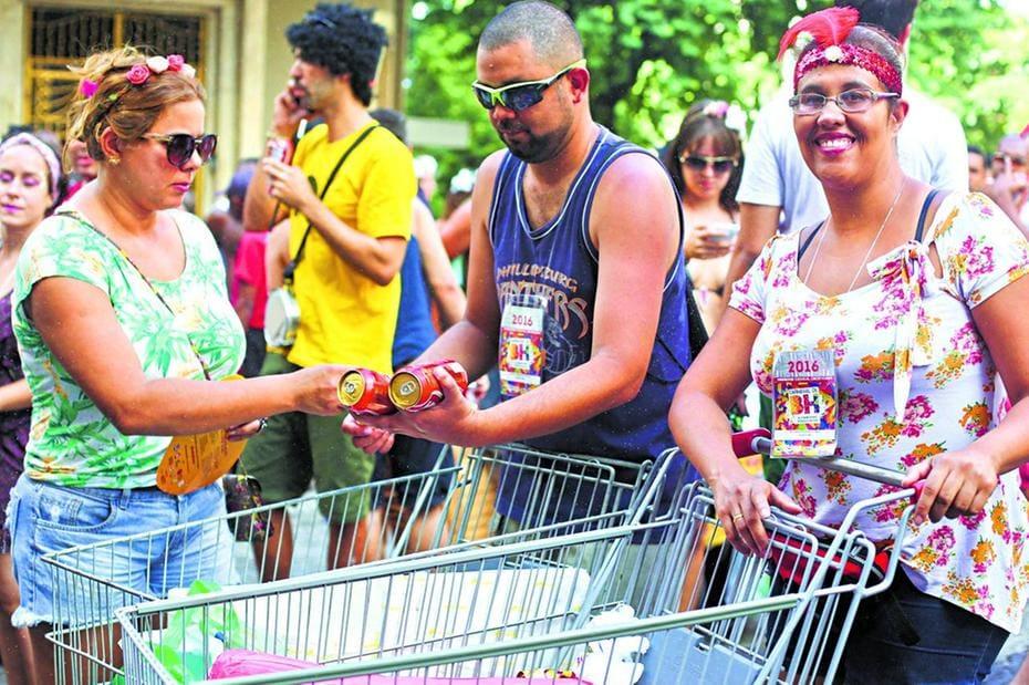 ab37cf96ee6f5 Prefeitura convoca ambulantes para pegar credencial para o Carnaval ...
