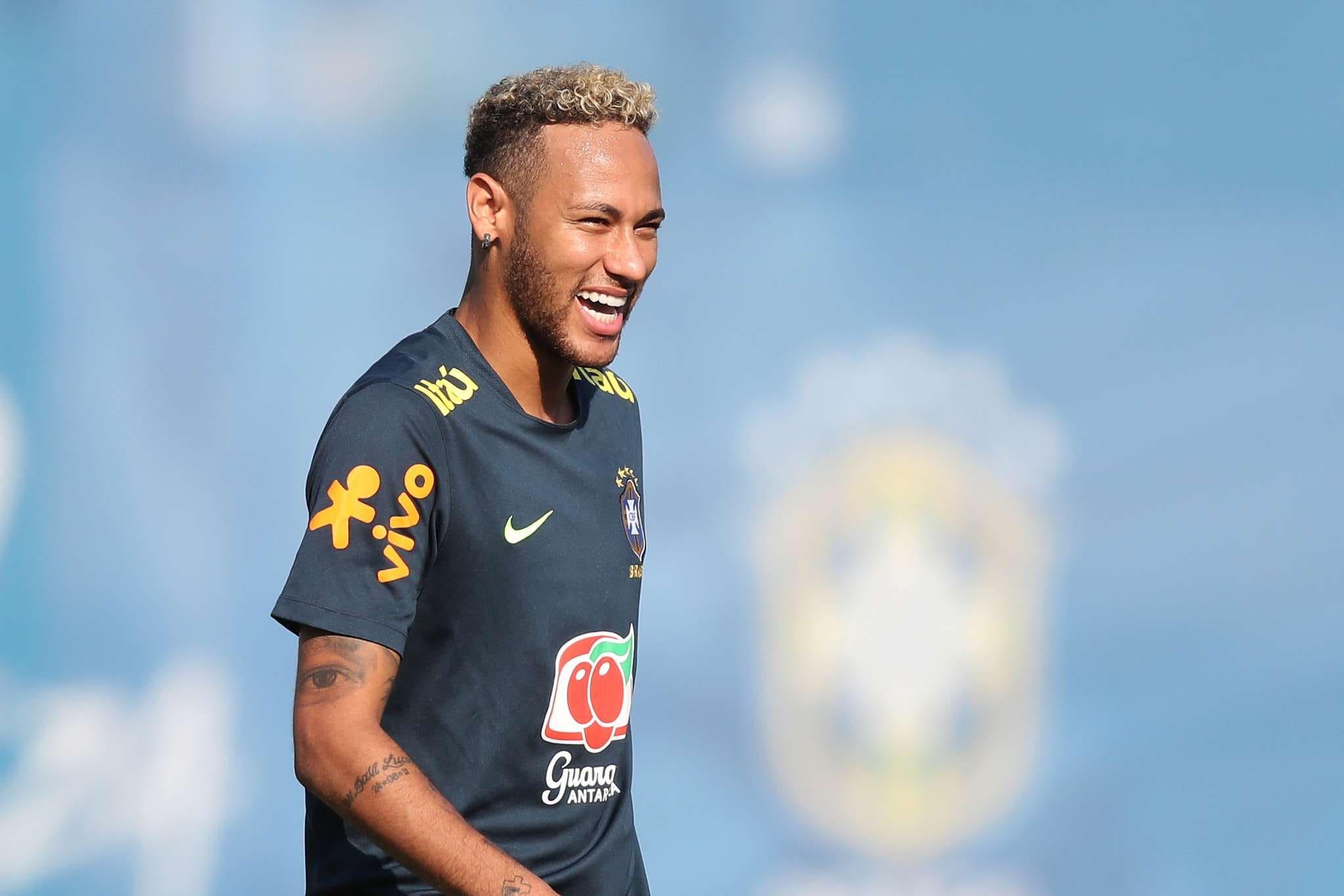 Craque fez nove partidas em Copas com a camisa da seleção brasileira e já  balançou as redes seis vezes 021374f0d95a9