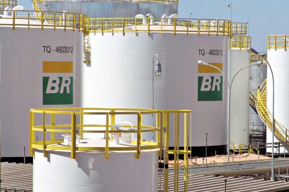 Resultado de imagem para Petrobras realiza quase R$ 1 bilhão em contratações em um ano