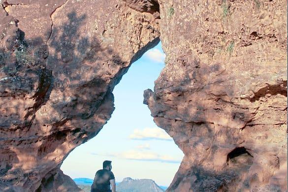 Portal da Chapada, abertura natural nas rochas. Parque Nacional da Chapada das Mesas. Maranhão