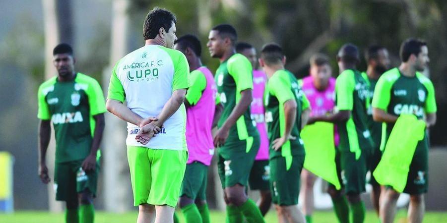 eddcfd0a54 ... time que vai enfrenta o Botafogo. Adílson Batista ainda comanda nesta  quinta-feira um treino no CT Lanna Drumond antes da