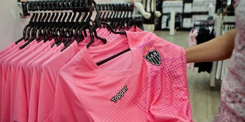 Galo inicia venda da nova camisa rosa em suas lojas  1abcd4fead03b