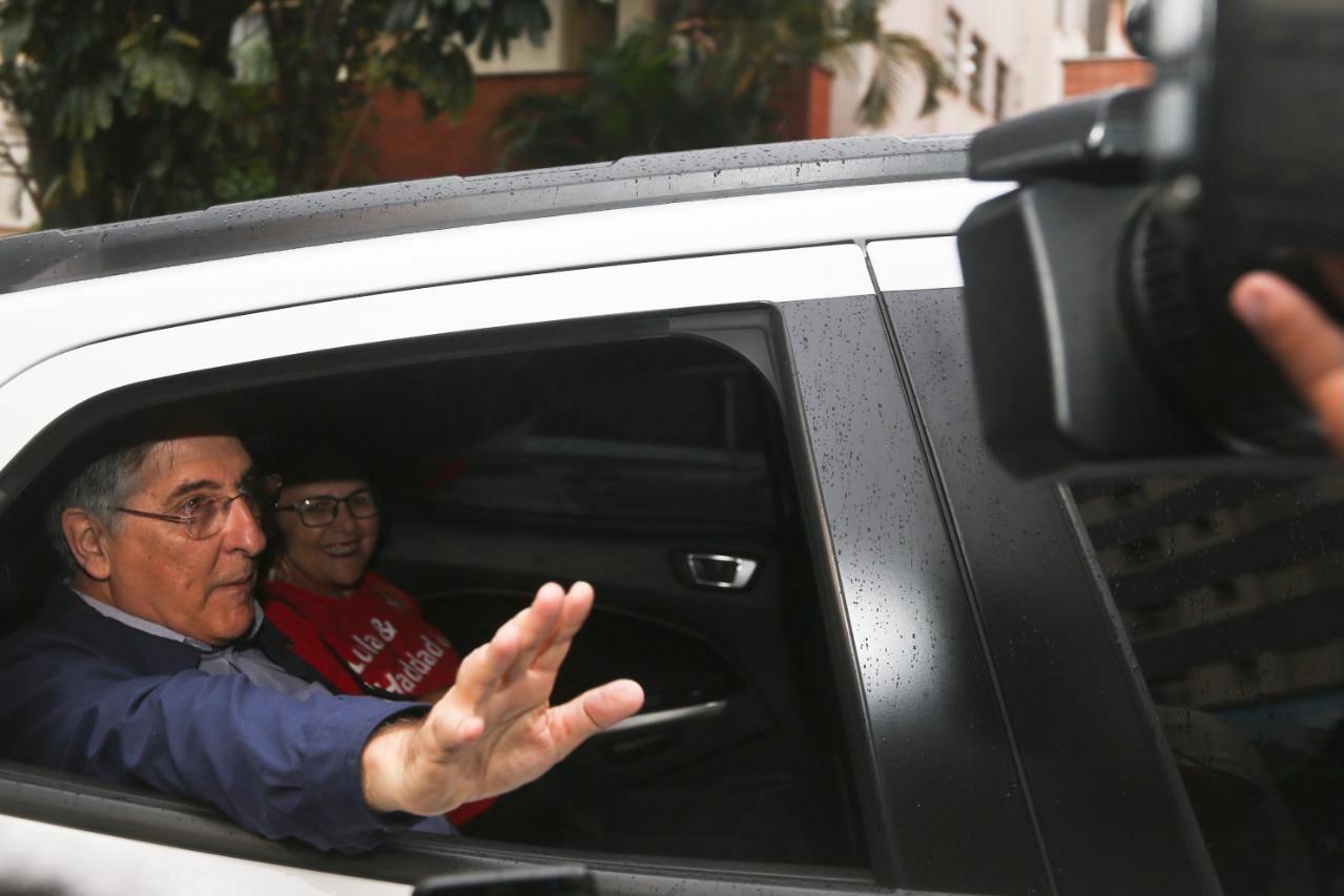 Fernando Pimentel diz que ainda vai decidir quem apoiar no 2º turno