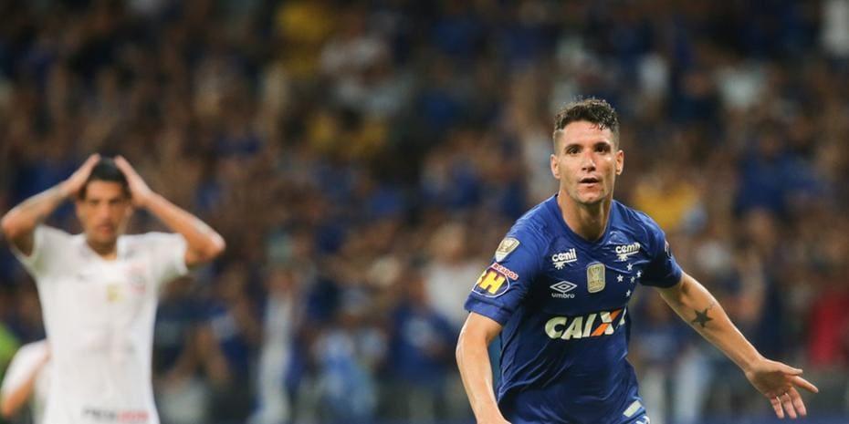 Salário maior é a  arma  do Grêmio para tirar Thiago Neves do ... 719c17717f652