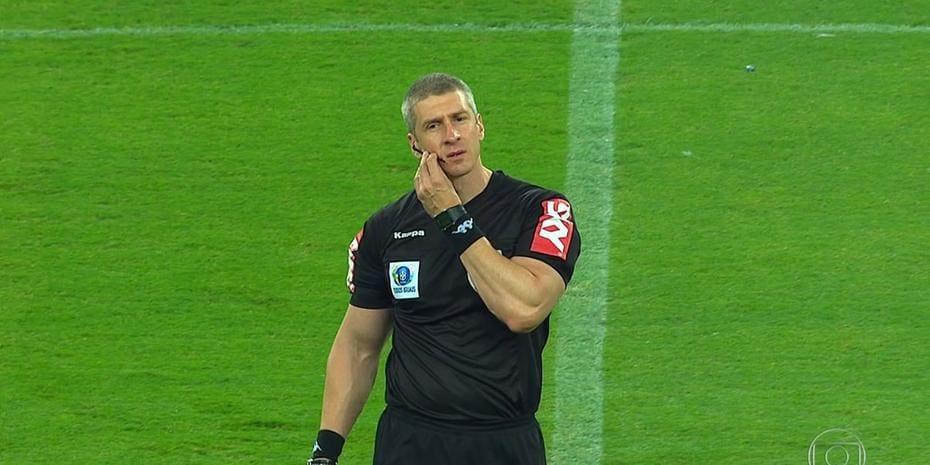 Físico do juiz da partida entre Cruzeiro e Corinthians chama atenção ... ab4a9c4867ebf
