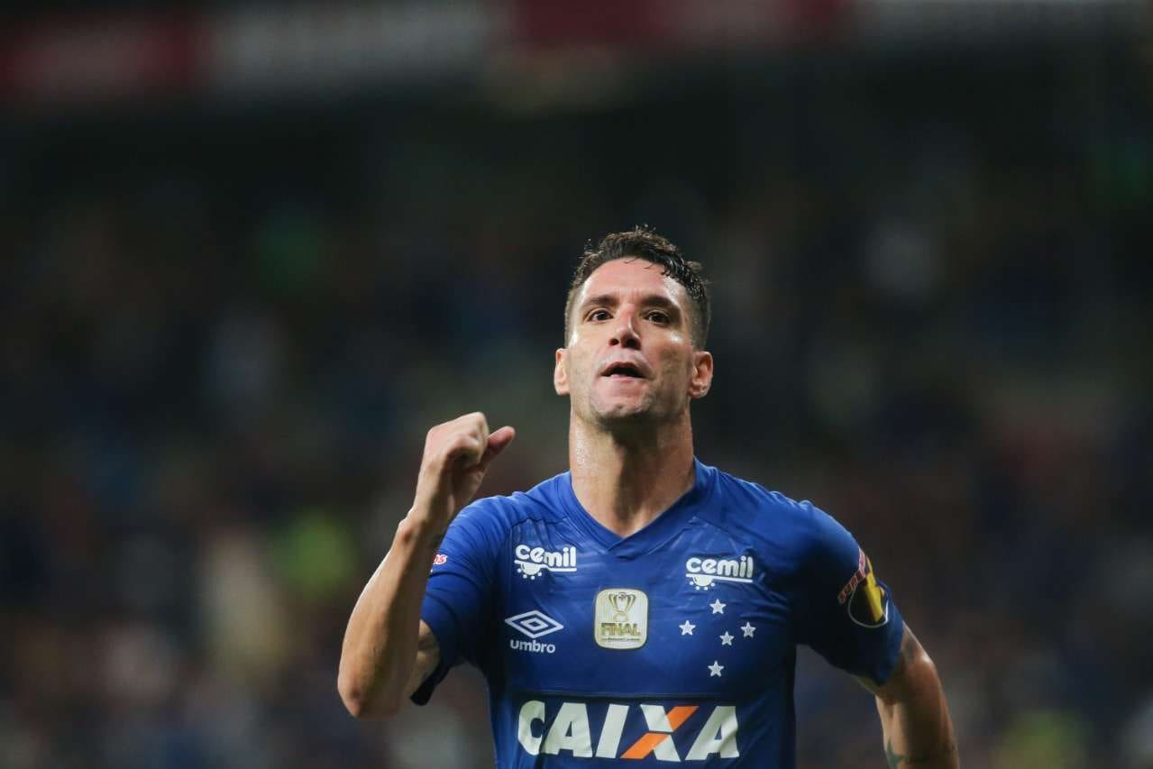 d9924333bc Cruzeiro x Corinthians  Raposa vence e abre vantagem na final ...