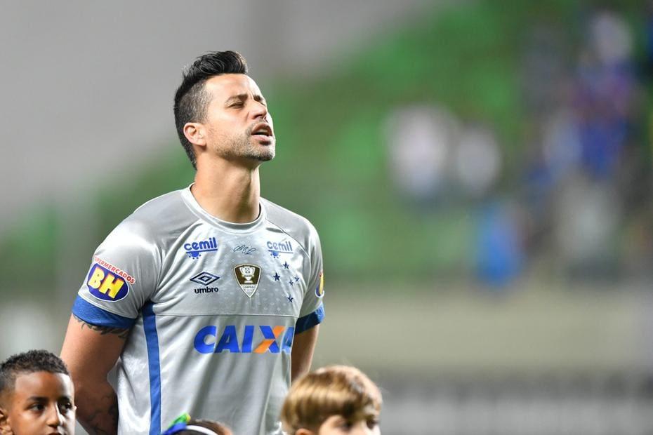 e4c5bc4147515 Fábio celebra marca de 800 jogos com a camisa do Cruzeiro