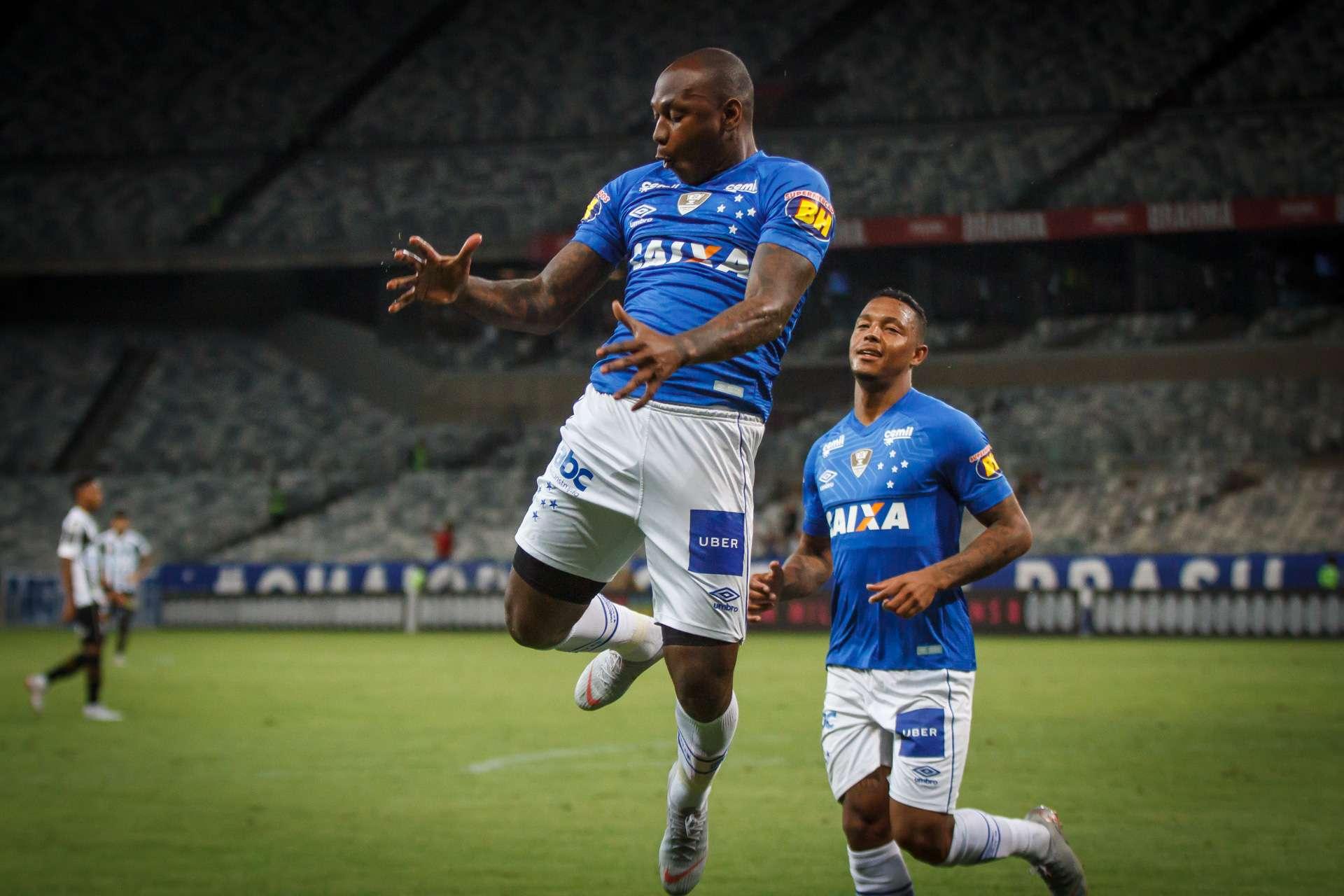 20330e594a Corinthians desmentiu negócio com Cruzeiro para ter Sassá em troca de  Clayson