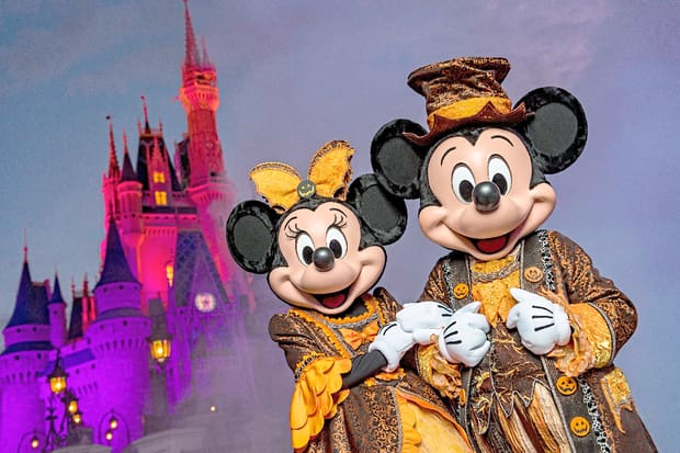 Mickey e Minnie em clima de Halloween no Magic Kingdom
