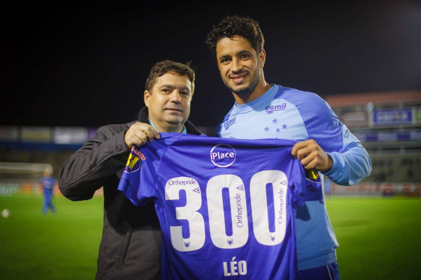 Após Cruzeiro recusar proposta do México, Léo renova contrato