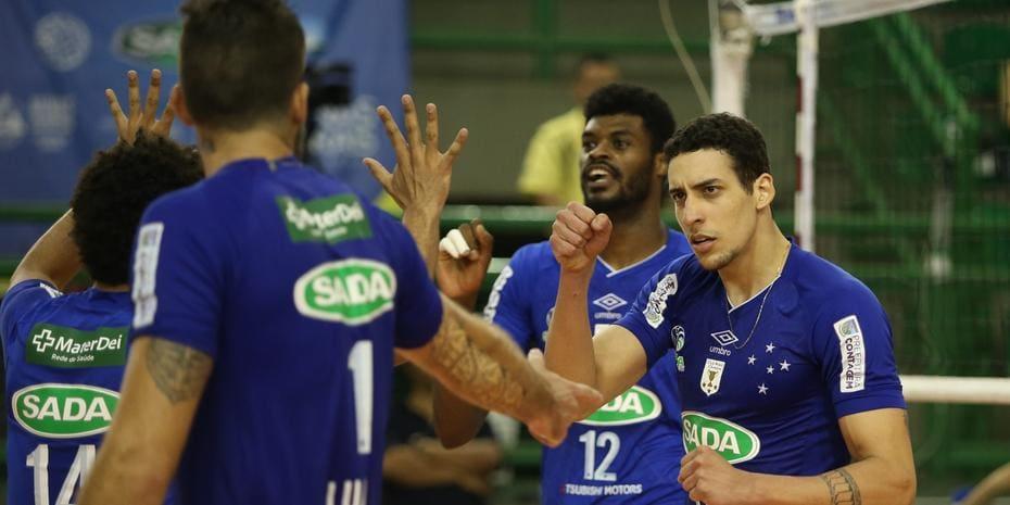 2ef0a6ab4d Sada Cruzeiro sobra diante do Corinthians e assume liderança isolada ...