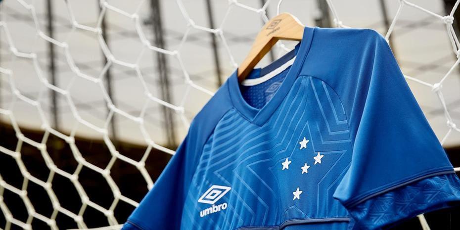 Umbro prepara lançamento de uniforme número 1 do Cruzeiro para março ... b161a4afa9b9e