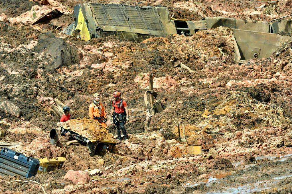 Bombeiros trabalham no resgate das vítimas em Brumadinho