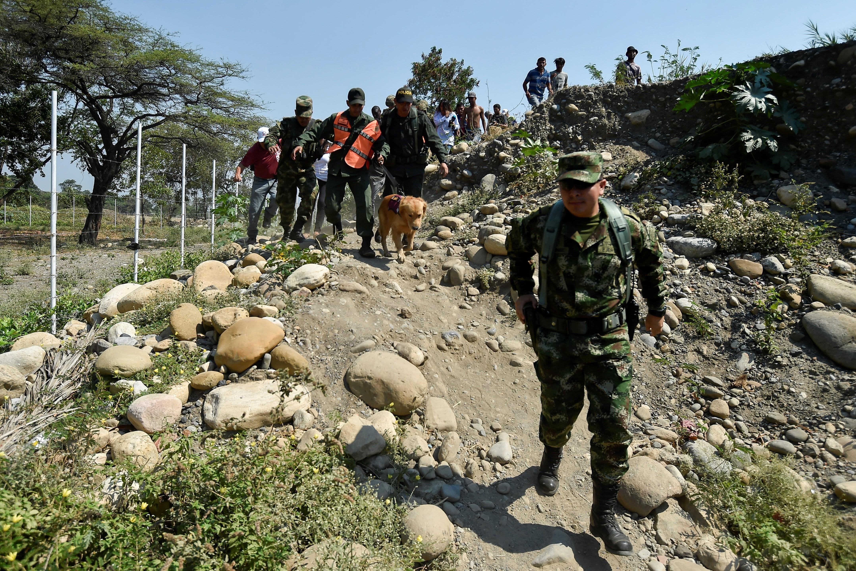 Militares venezuelanos desertam após tensão por fechamento de fronteiras