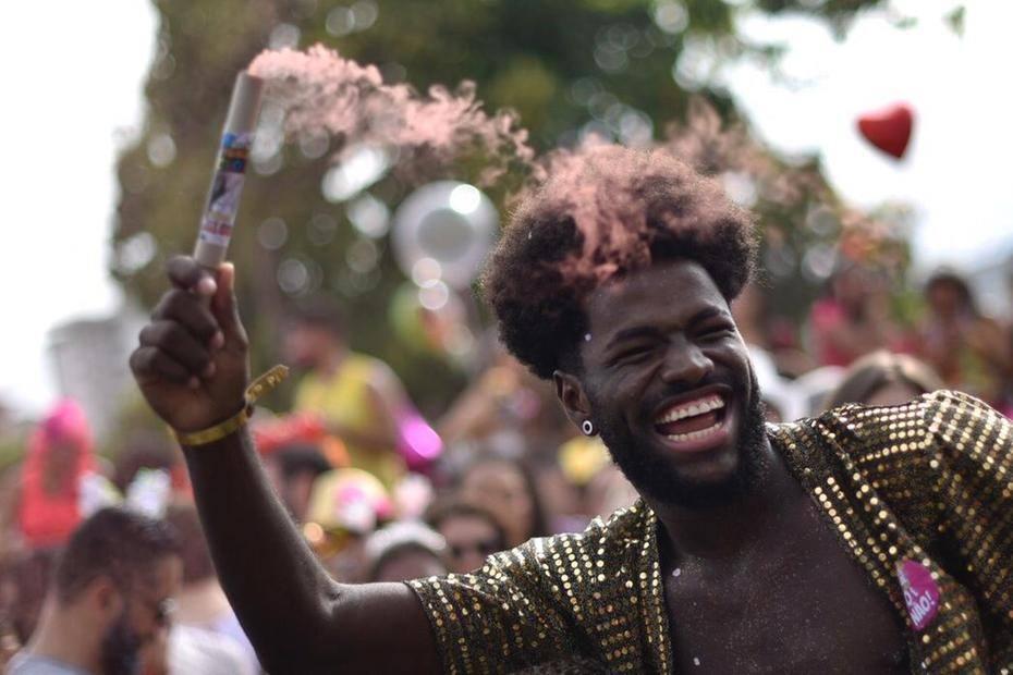 fb3c01a95 Veja galeria de fotos do bloco Então, Brilha no Carnaval de BH ...