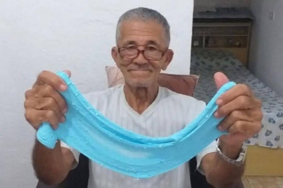 9b8c165f30c Nilson Izaias  Papinho  alcançou fama na internet após inúmeras tentativas  de fazer o slime perfeito