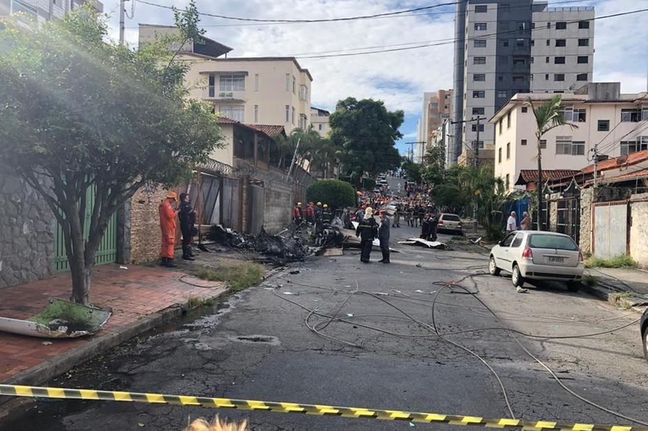 be17947e7 Avião de pequeno porte cai no bairro Caiçara e piloto morre  veja ...