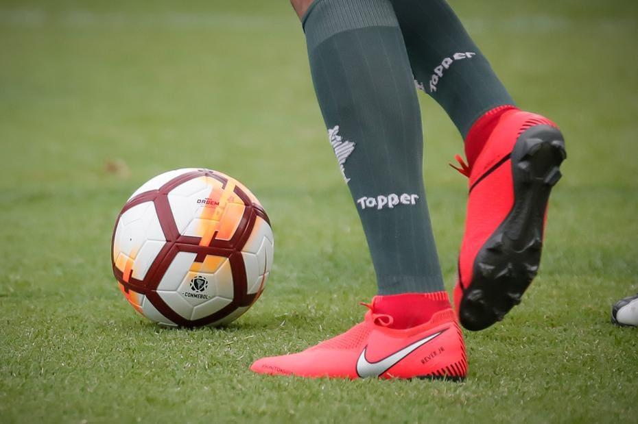 414d1981cf Meião do Atlético com a marca da Topper  cena que sairá do clube no próximo