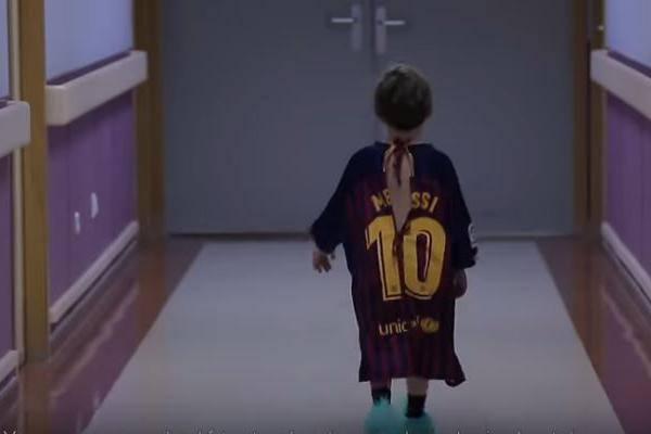 6c1d14d9b Revista transforma camisas de time em batas de hospital para crianças