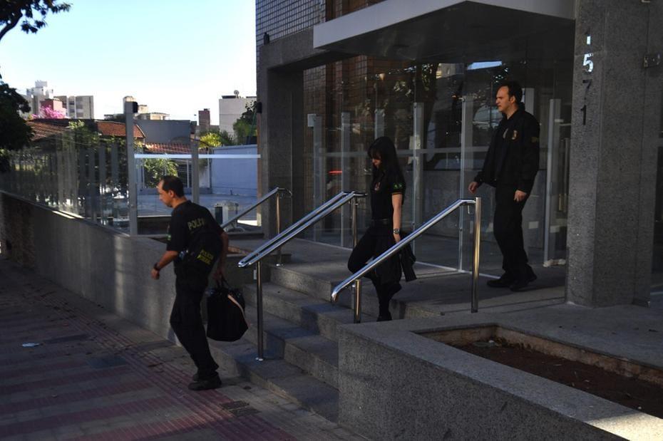 Polícia Federal deixa imóvel de Fernando Pimentel durante Operação Monograma