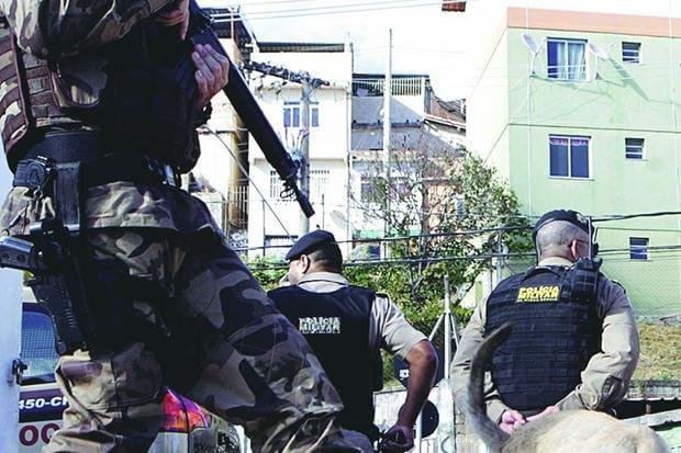Resultado de imagem para OS SUICÍDIOS DE POLICIAIS EM NÚMERO 42,5 % MAIOR