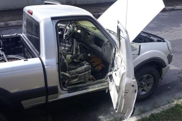 Corpo parcialmente carbonizado é encontrado dentro de carro em Betim - O Tempo