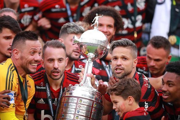 Patrocinador Do Flamengo Banca Tatuagem Da Taça Libertadores