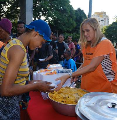 Ação solidária oferece ceia de natal a pessoas em situação de rua de BH