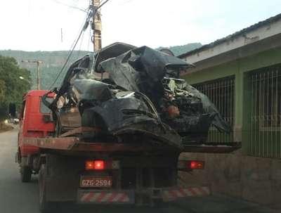 Três jovens morrem ao bater carro em volta de festa no Sul de Minas