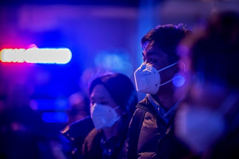 Como os aeroportos estão examinando os viajantes em busca de uma nova doença mortal do tipo coronavírus