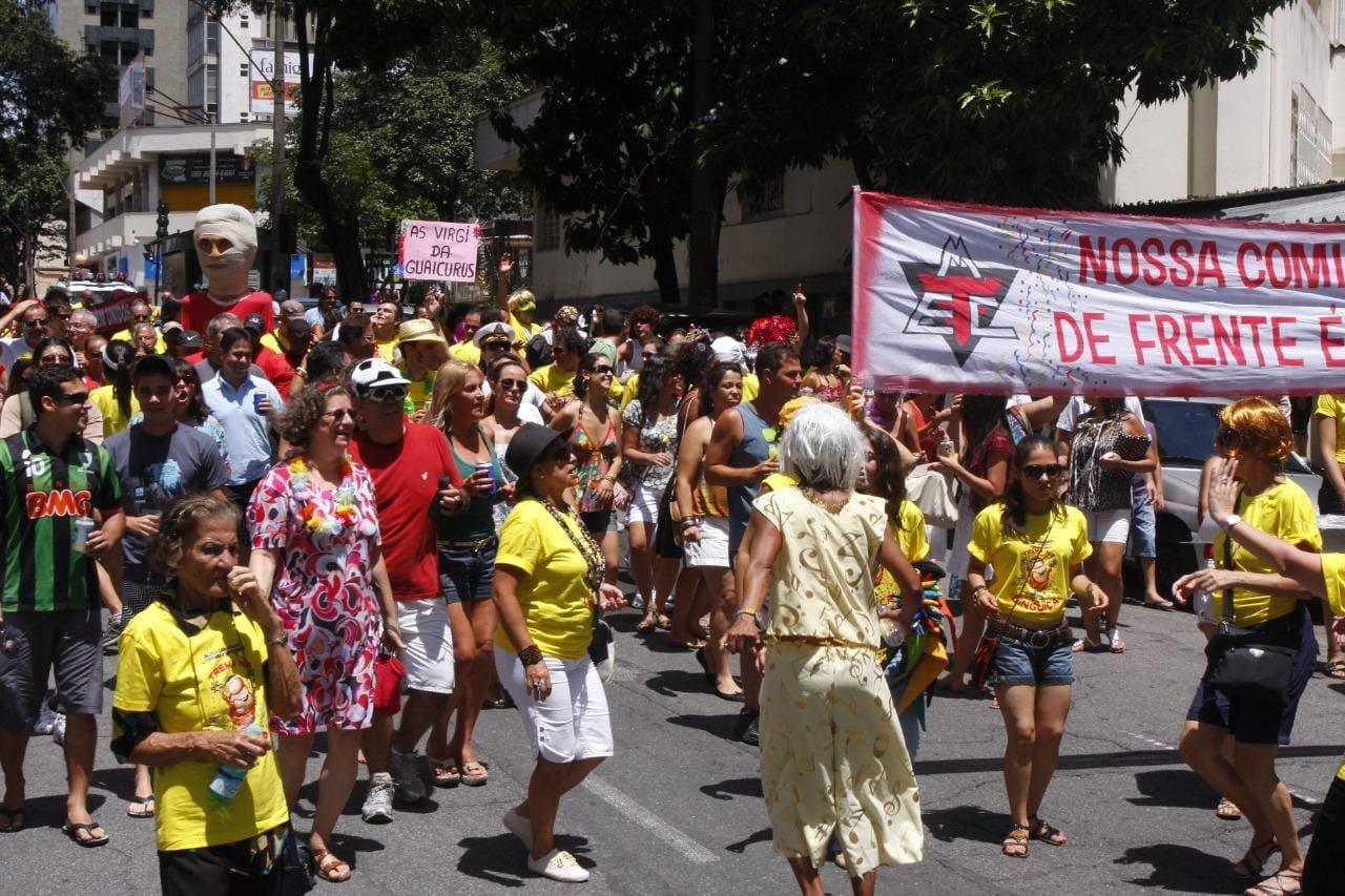 bloco com poucas pessoas em Belo Horizonte 2010