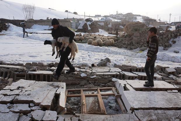 Terramoto com epicentro no Irão deixa nove mortos na Turquia