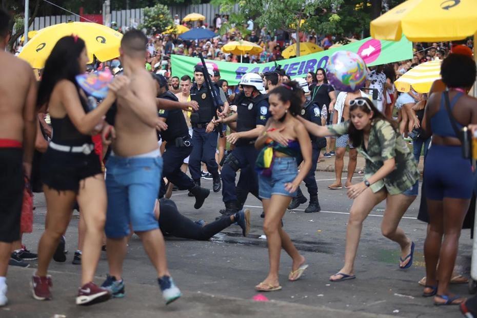 Confusão ocorreu no fim do desfile do Monobloco