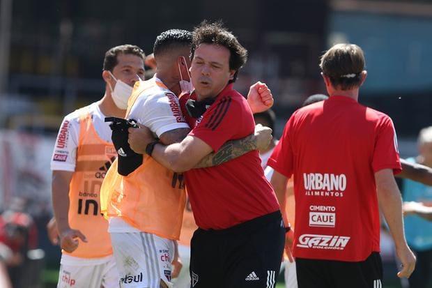 Após vitória no clássico, Fernando Diniz vê o São Paulo na briga pelo  título | JORNAL O TEMPO