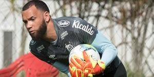 Everson não convence a torcida e tem média de gols sofridos maior que Rafael