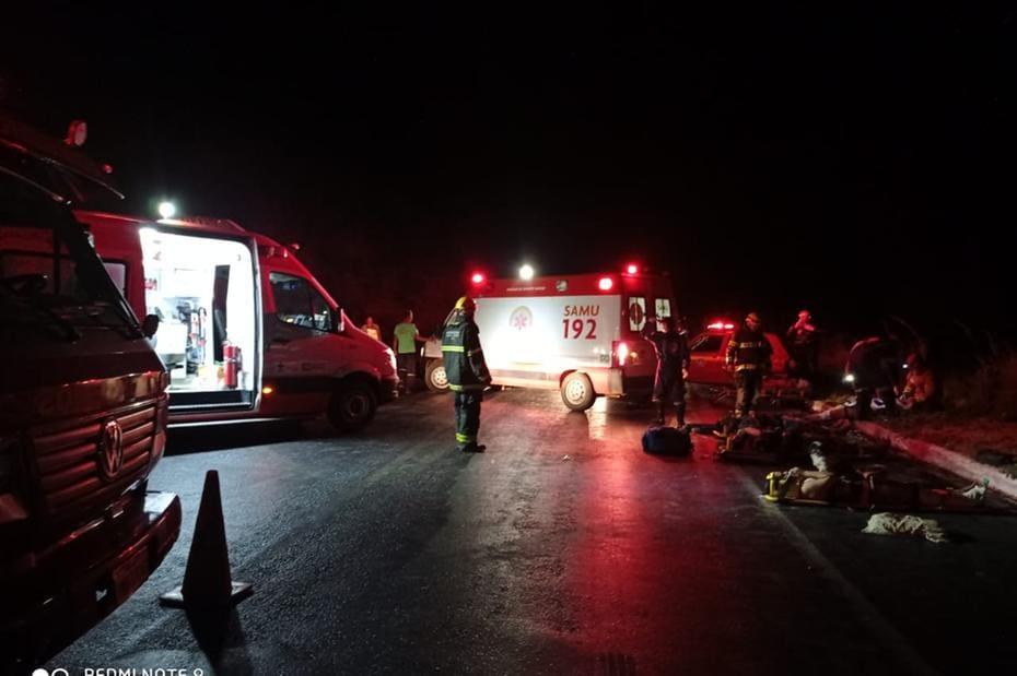 De acordo com o Corpo de Bombeiros, vítimas mais graves foram encaminhadas a hospitais de Montes Claros