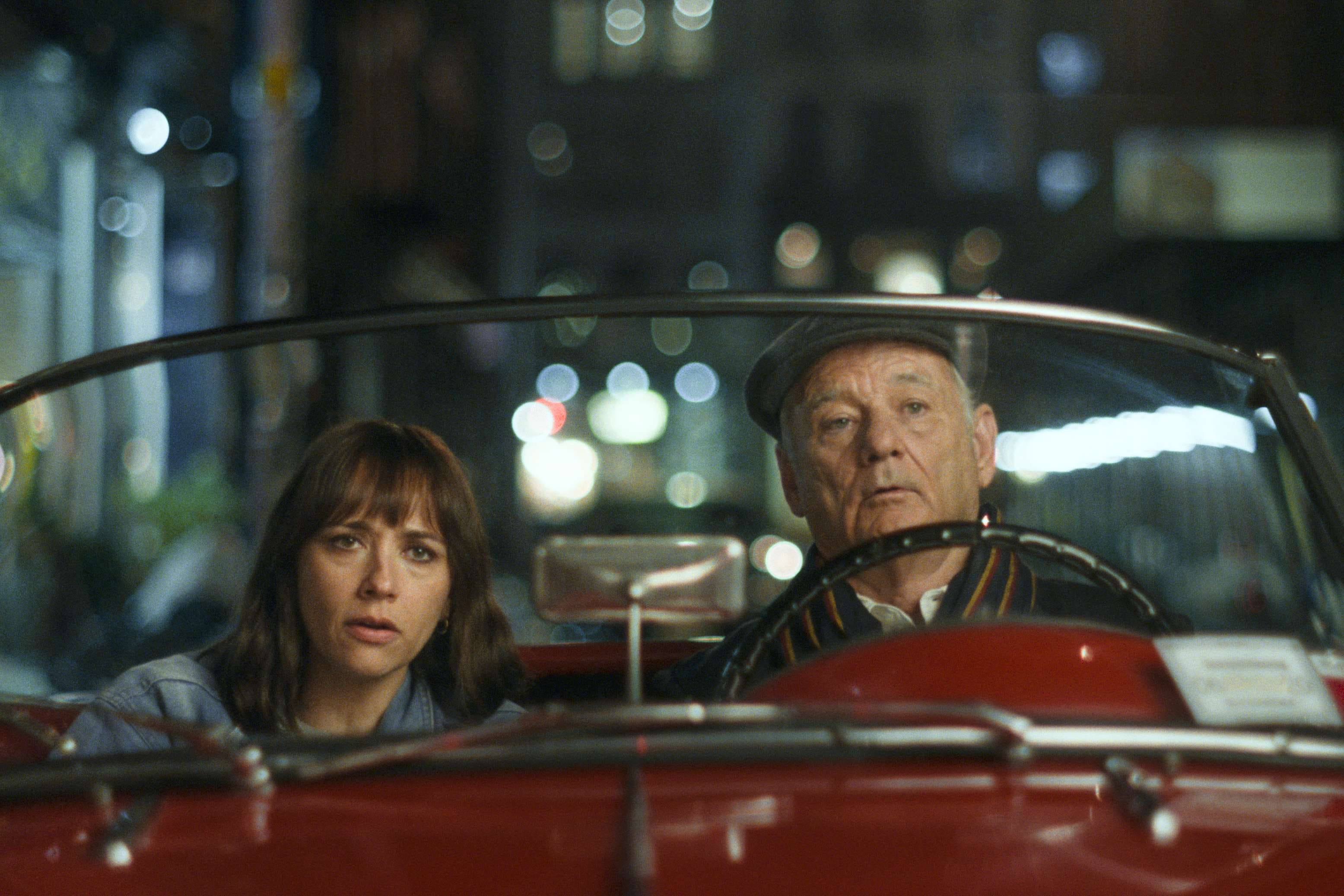 Bill Murray e Rashida Jones em cena de 'On The Rocks'