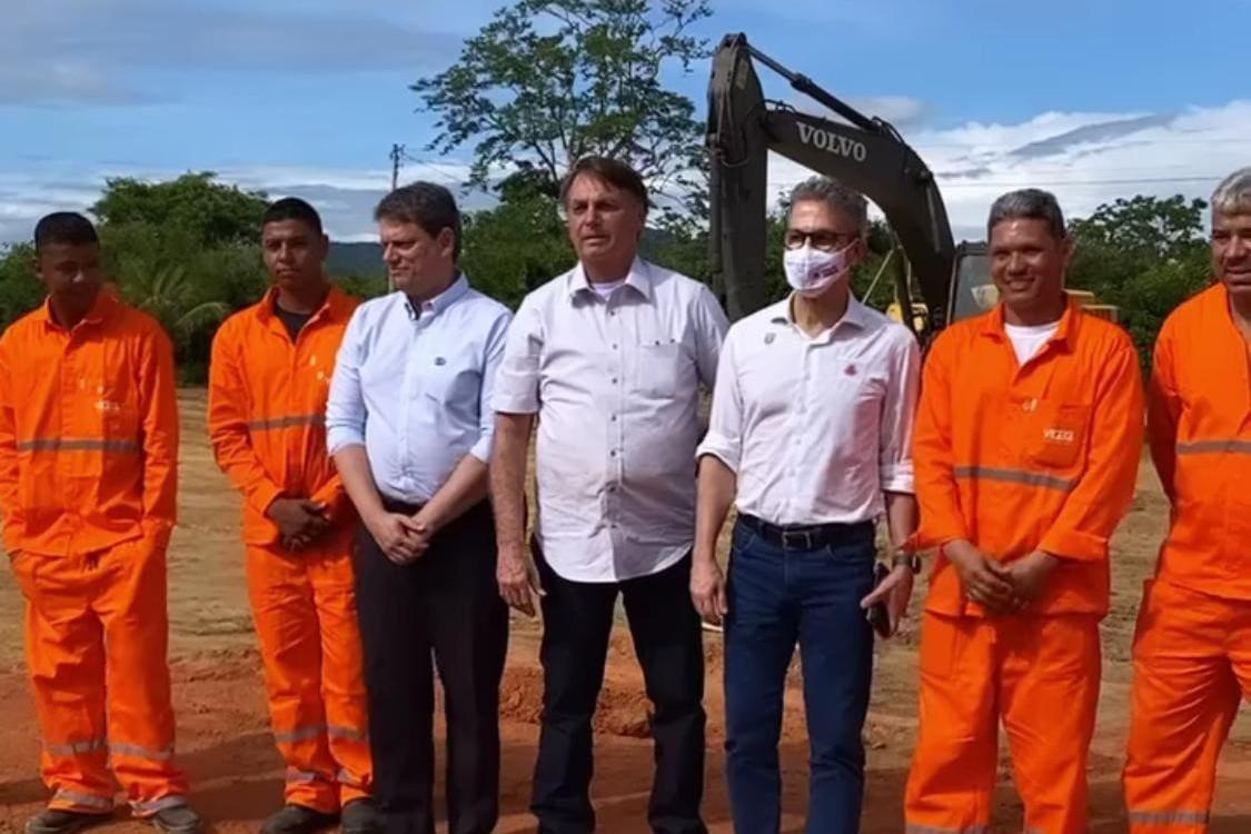 Bolsonaro e Zema inauguram pedra fundamental da BR-367