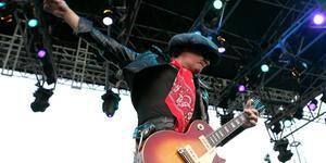 Sylvain Sylvain, guitarrista do New York Dolls, morre de câncer aos 69 anos