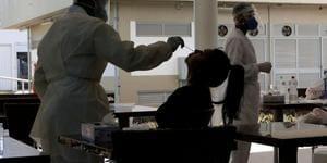 Aumento de casos de Covid em menores de 59 anos supera 1.000%, diz Fiocruz