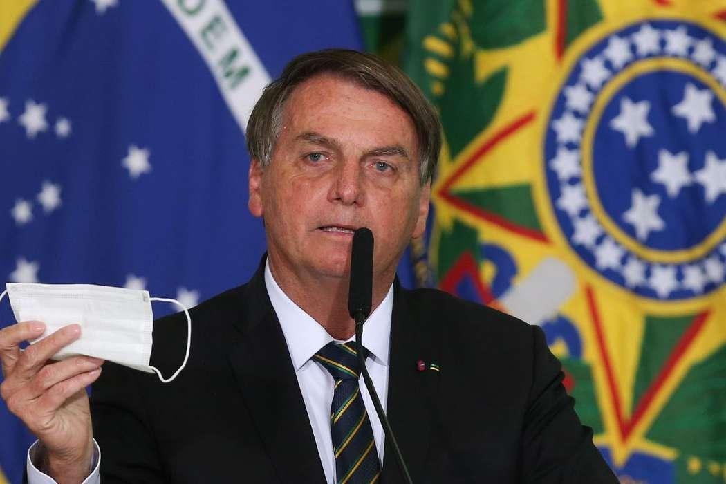 Presidente Jair Bolsonaro pede parecer para desobrigar uso de máscara por vacinados