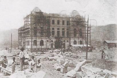 Obra do prédio que viria a abrigar a secretaria de Agricultura, no entorno da praça da Liberdade