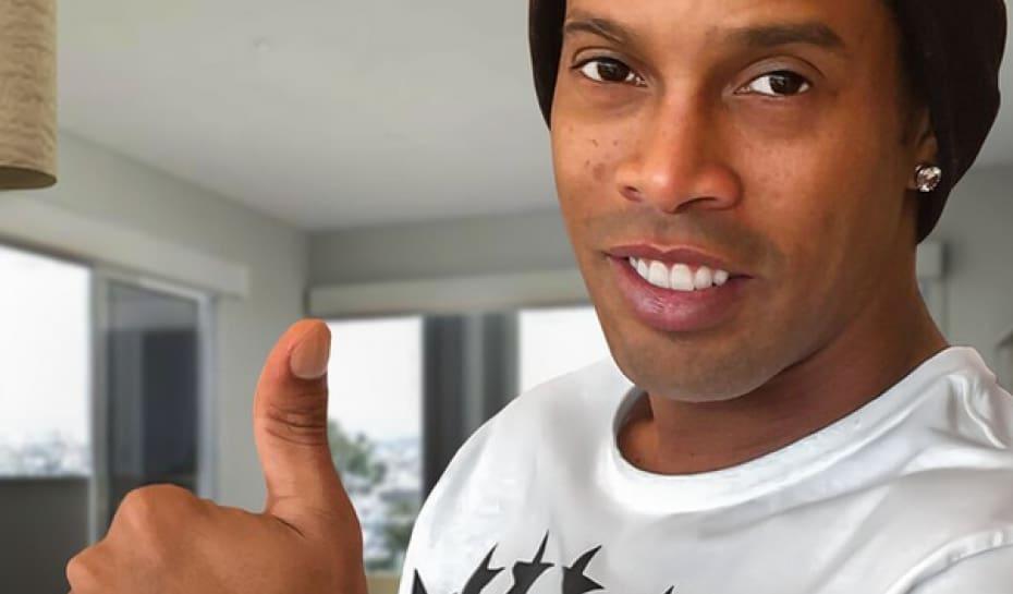 11b1bad89e1 Ronaldinho ganha relógio de presente de LeBron James