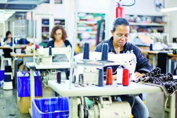Crise da indústria afeta confecções  1932c4b3942b1