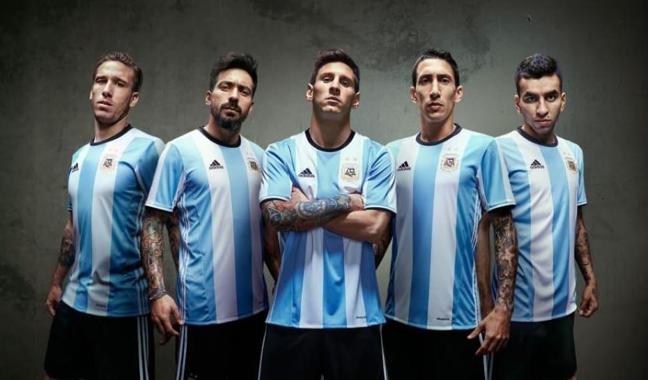 a4c5c4480 Novos uniformes da Argentina e do Uruguai são divulgados na internet ...