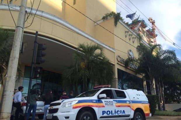 Fã tenta matar Ana Hickmann em hotel de BH  atirador morreu   JORNAL ... 383a88bafc