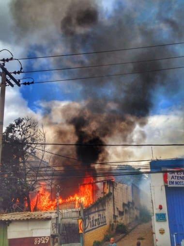 Incêndio mobilizou os Bombeiros